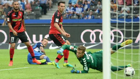 Hertha strike late to beat Freiburg