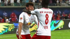 Leipzig hot on Bayern's heels