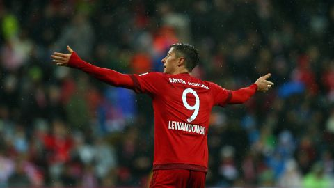 Strikers on fire: Lewandowski