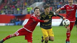 Pulisic strikes late to rescue Dortmund a point