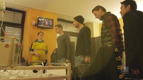 Dortmund stars visit children's hospital