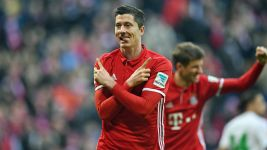 Unforgiving Bayern blow Wolfsburg away