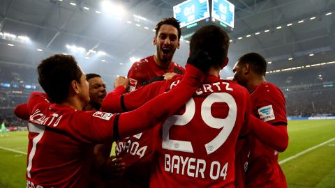 Leverkusen strike late to topple Schalke