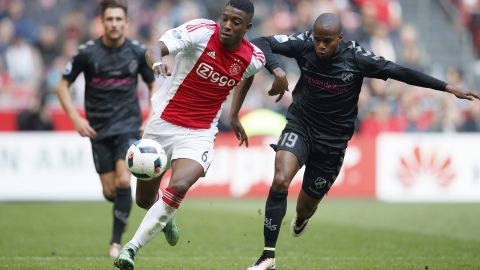 Wolves swoop to sign Dutch talent Bazoer
