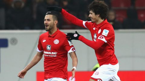 Latza hat-trick upends Hamburg in Mainz