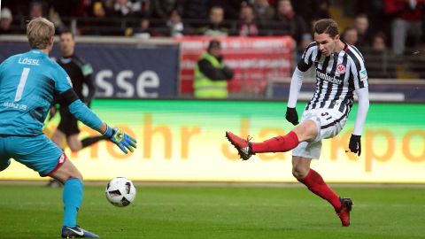 Hrgota double helps Frankfurt past Mainz