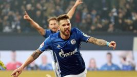Inspired Schalke beat Berlin 2-0