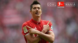 Prolific Lewandowski keeps Bayern on pole