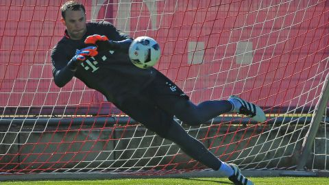 Bayern goalkeeper Neuer back in training