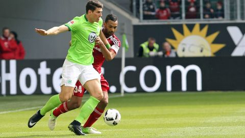Wolfsburg edge towards safety
