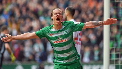 Bremen nine unbeaten after Hamburg win