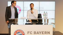 Bayern's Neuer recovering well