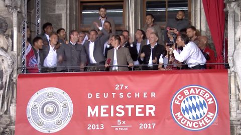 Watch: Bayern Munich celebrate at Marienplatz