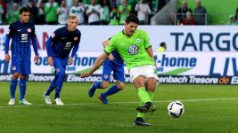 Gomez gives Wolfsburg slender play-off advantage