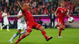 Watch: Opening weekend stunners: Robben