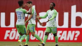 Kaylen Hinds scores on Wolfsburg debut