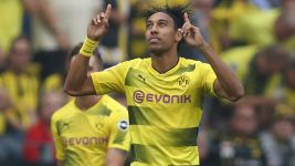 Dortmund beat Hertha to go top