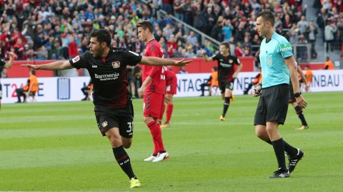 Volland double sinks Freiburg