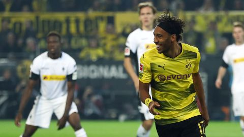 Rampant Dortmund hit Gladbach for six to go top