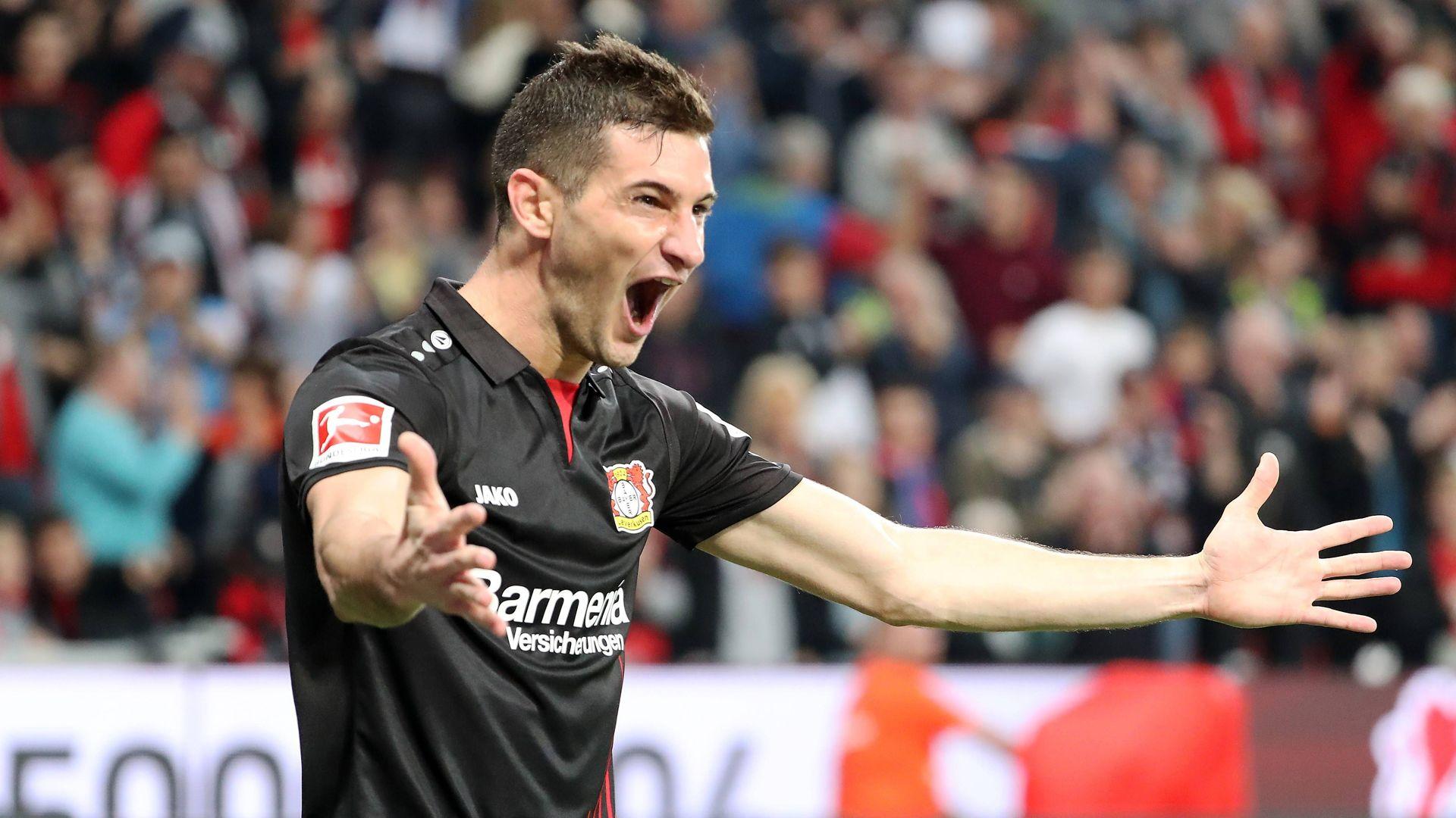 Bundesliga   アラリオが完璧な...