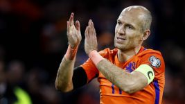 Bayern's Robben announces international retirement