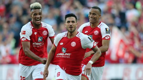 Mainz hold on against Hamburg