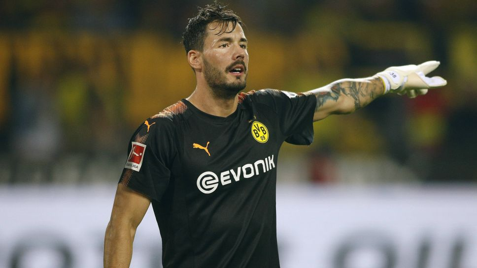 9dbb87c9f Borussia Dortmund goalkeeper Roman Bürki signs contract extension