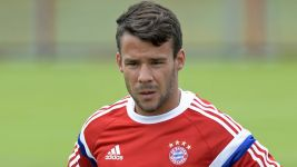Bernat resumes training