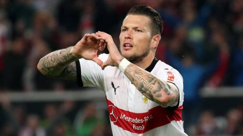 Stuttgart see off ten-man Freiburg