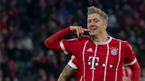 Lewandowski at the double as Bayern beat Augsburg