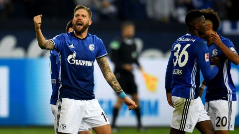 Schalke go second with Hamburg win