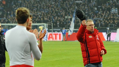 Watch: Peter Stöger's emotional Cologne farewell