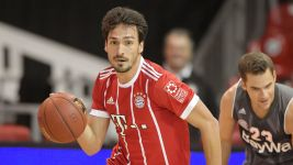 Watch: Bayern football vs. Bayern basketball