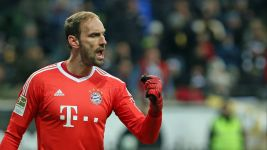 No cobwebs on Bayern's Tom Starke