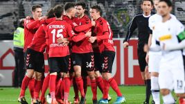 Petersen fires Freiburg past Gladbach