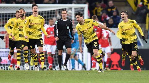 Dortmund back to winning ways under Stöger
