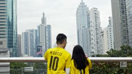 Watch: A Chinese wedding in Black and Yellow!