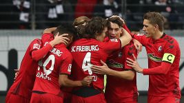 In-form Freiburg hold Frankfurt