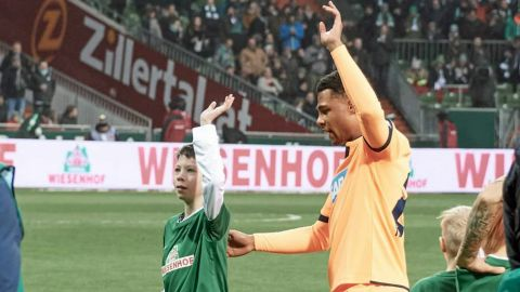 Gnabry fulfils promise to schoolboy with cancer