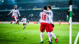 Late Lookman strike sees Leipzig past Gladbach
