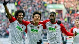 Augsburg cruise past Frankfurt to climb to seventh