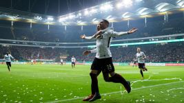 Frankfurt punish Mainz to reach semis