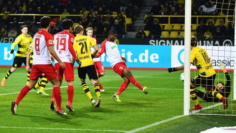 Dortmund held at home by Augsburg