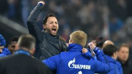 Schalke reward Tedesco with new deal