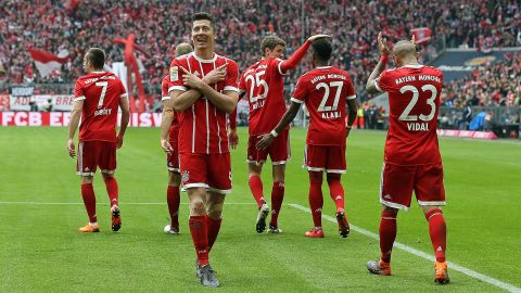 History for Lewandowski as Bayern sweep past HSV