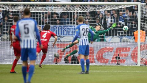 Inspired Schwolow earns Freiburg point at Hertha