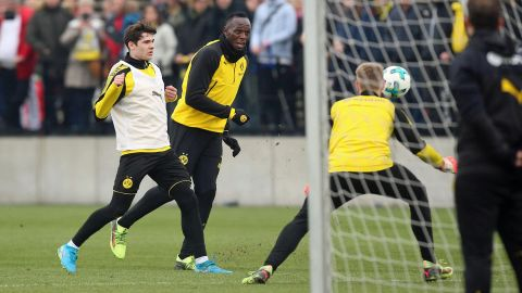 Watch: Bolt's incredible header at BVB training!