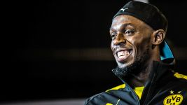 "Usain Bolt: ""Hopefully I can sign"""