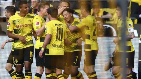 Sancho stars as Dortmund down Leverkusen