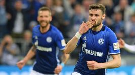 Ten-man Schalke come from behind to rescue point